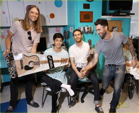 Maroon 5 Kids   maroon 5 johns hopkins children s center visit photo