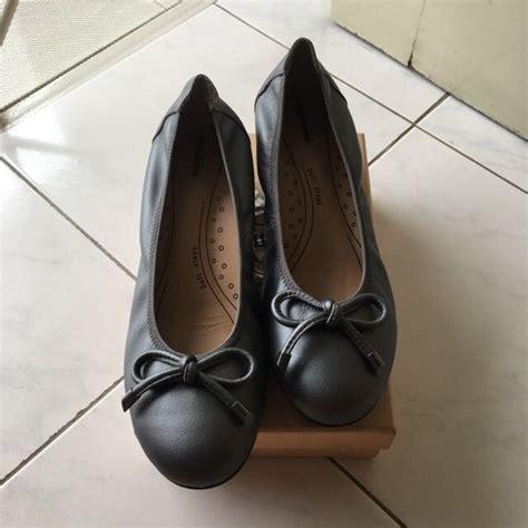 Preloved Blouse Wanita Abu2 Size S obermain shoes size 40 preloved fesyen wanita sepatu di carousell