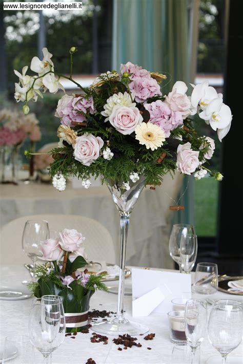 centrotavola con bicchieri quali fiori per il tuo matrimonio in emilia romagna le
