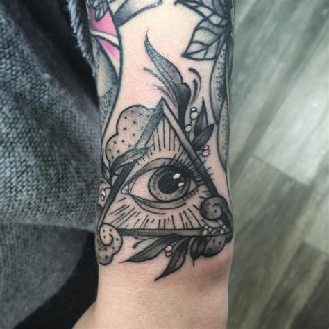 all seeing eye tattoo meaning all seeing eye meaning pictures to pin on
