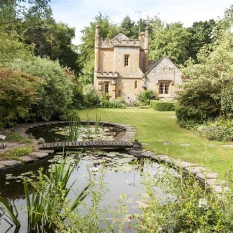 smallest castle the uk s smallest castle goes on sale for 163 550 000