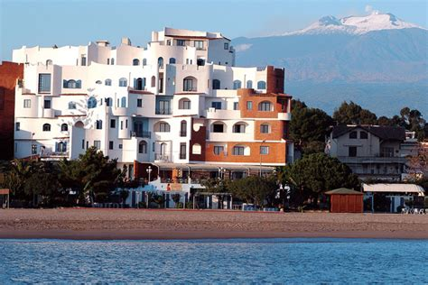 sporting baia hotel giardini naxos sporting baia hotel a giardini naxos daydreams