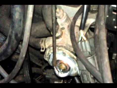 replacing a thermostat acura integra youtube how to replace a thermostat on a honda motor accord civic integra youtube