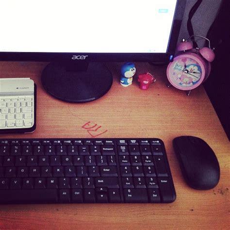 Keyboard Dan Mouse Murah bikin meja kerja ringkas dengan keyboard dan mouse