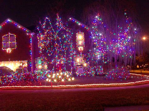 20 worst christmas light display fails weknowmemes