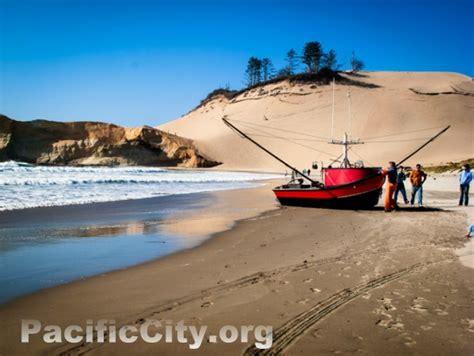 dory boat cape kiwanda pacific city cape kiwanda pictures