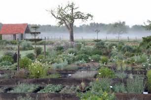 le jardin plume office de tourisme des 3 vall 233 es 224 ry