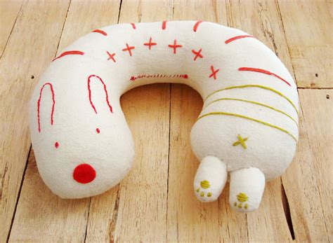 Diy Neck Pillow by 20 Diy Stuff For An Easy Traveling Pretty Designs