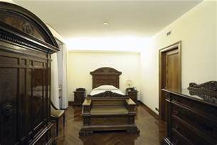 pope francis bedroom pope chooses simple residence regal papal apartment