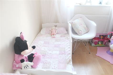 when to move to toddler bed moving from cot to toddler bed oh so amelia