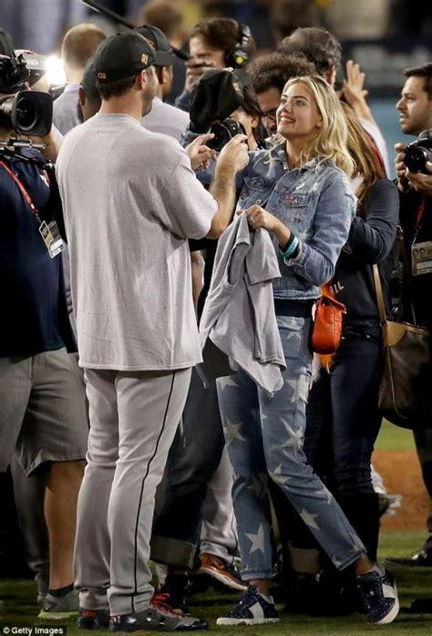 kate upton   verlander jean jacket won  world series terez owens  sports gossip