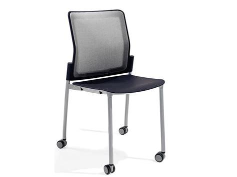 chaise à roulettes chaise 224 roulettes by actiu design javier cu 241 ado
