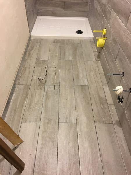 posa in opera pavimento foto bagno in fase di realizzazione con posa in opera