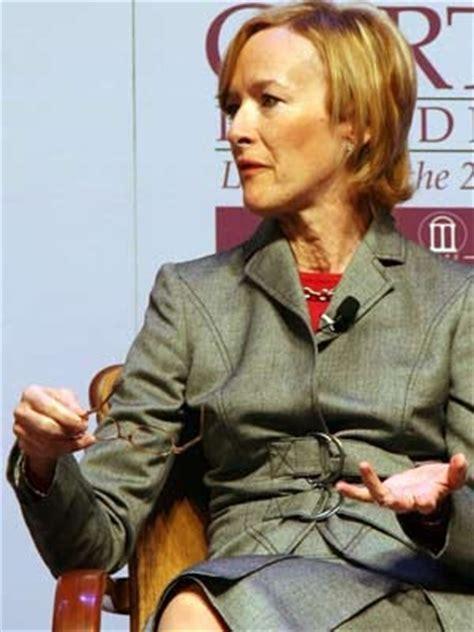 Judy Woodruff Wardrobe pbs newshour anchor judy woodruff 40 who