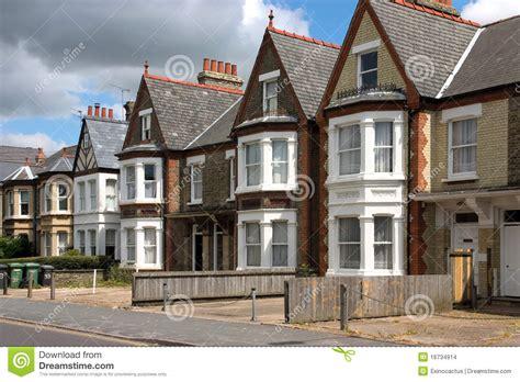 cottage inglesi una riga dei cottage inglesi caratteristici fotografia