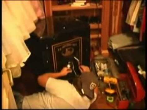 michael jackson room cops raid michael jackson s neverland mansion new footage look how they are trashing his house
