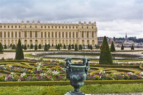 bei giardini palazzo famoso versailles con i bei giardini immagine