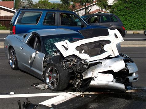 corvette crashes corvette crashes while allegedly racing in