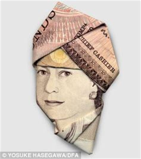 5 Pound Note Origami - folding a pound into a crown for the