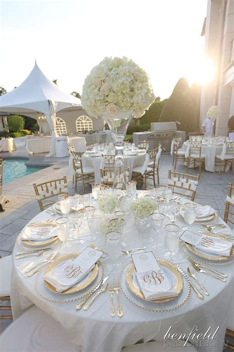White Table Settings So Fleurs White Hydrangea Centerpieces Hydrangea Centerpieces And Gold
