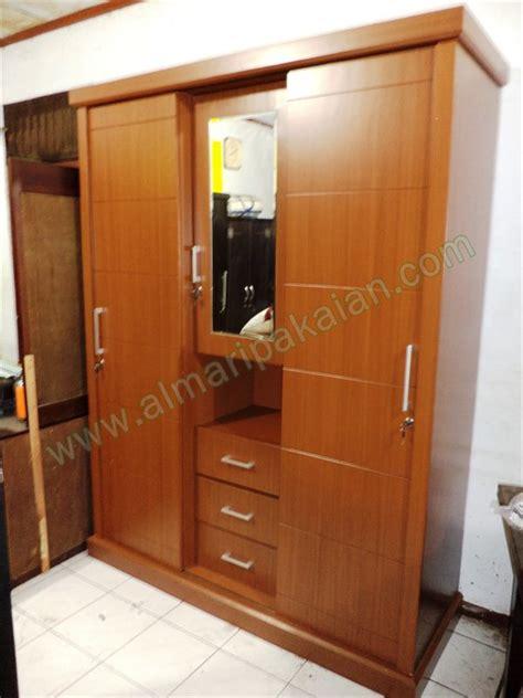 desain lemari baju 3 pintu lemari baju minimalis 3 pintu jepara model lemari baju