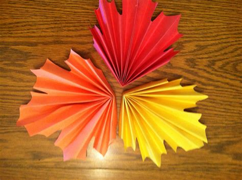 Construction Paper Fall Crafts - fan folded leaves sewmona
