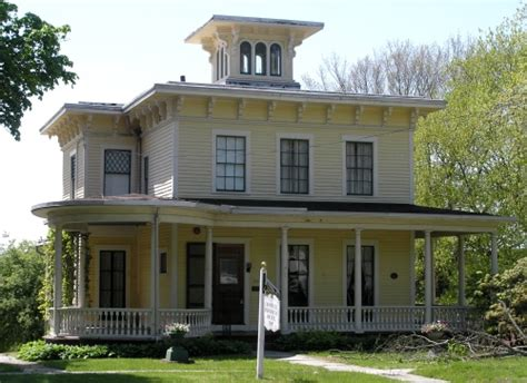 italianate style house no i liked my favorite style of house is more italianate than up