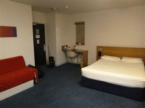 family hotel rooms edinburgh front view of travelodge princes picture of travelodge edinburgh central princes