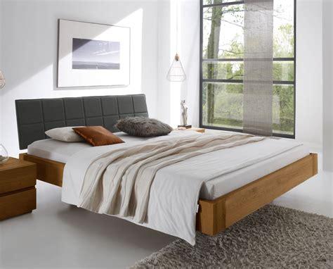 Schlafzimmer Betten by Bett Quot Belbari Quot Aus Massivem Eichenholz Und Genialer