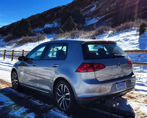 volkswagen tsi vs gti does the 2015 vw golf tsi se vanquish the gti first