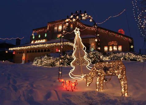 31 exterior christmas decorating ideas inspirationseek com