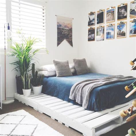 diy pallet bed instructions 25 best ideas about pallet beds on pinterest diy pallet