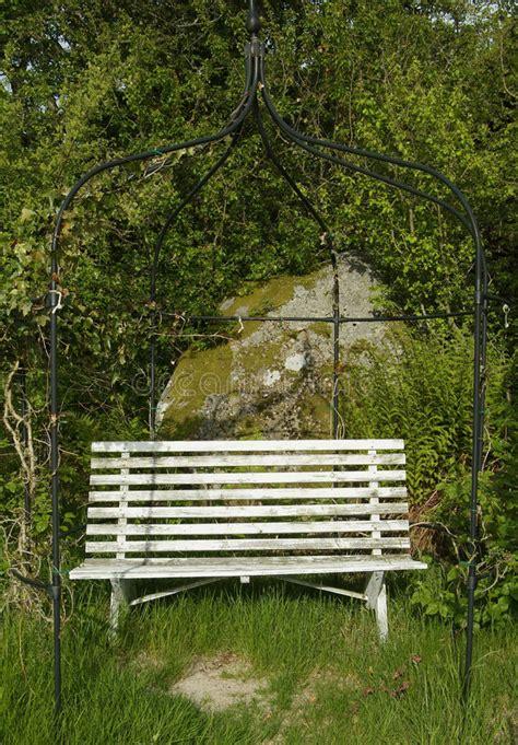 wooden garden bench goodstuffathome best old garden bench gallery garden and landscape ideas ditoka com