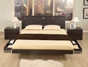 un lit de r 234 ve design dans sa chambre 224 coucher