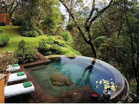 kleine swimmingpools swimmingpool im garten landschaftsideen f 252 r schwimmb 228 der