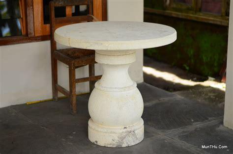Meja Batu sebagian produk kerajinan pahat batu andesit gunung merapi munthu