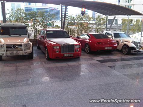roll royce dubai rolls royce phantom spotted in dubai united arab emirates