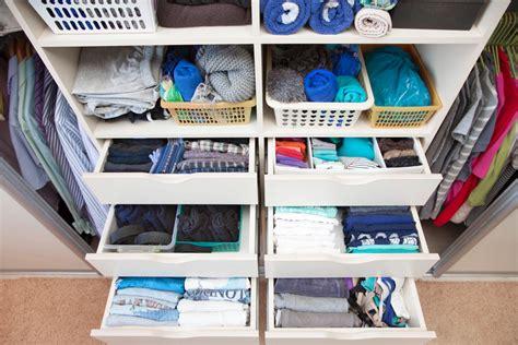 ideen f 252 r mehr ordnung im kleiderschrank mit system zu - Kleiderschrank Ordnung