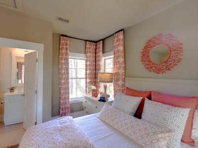 small spare bedroom ideas 25 best ideas about corner window treatments on pinterest corner window curtains