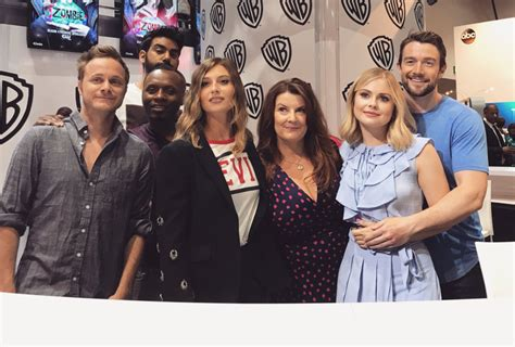 Or Cast 2017 Izombie Sdcc The Cast Dishes On The Tension In The New Season