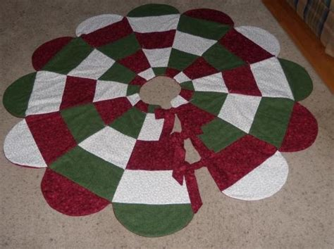 Handmade Tree Skirt - handmade quilted tree skirt quilting