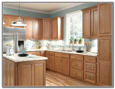 Kitchen Colors That Go With Oak Cabinets by 1000 Ideas About Oak Cabinet Kitchen On Light