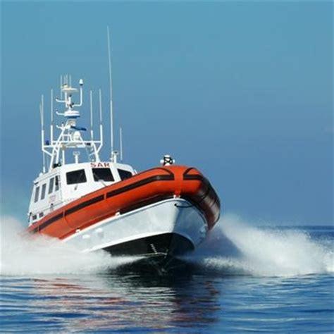 concorsi capitaneria di porto natante in avaria lo salva la guardia costiera