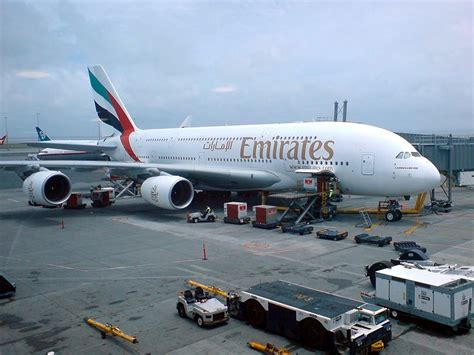 emirates wikipedia file emirates airbus a380 in auckland jpg wikimedia commons