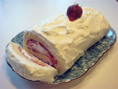 Roll Cake strawberries sponge cake roll no empty chairs