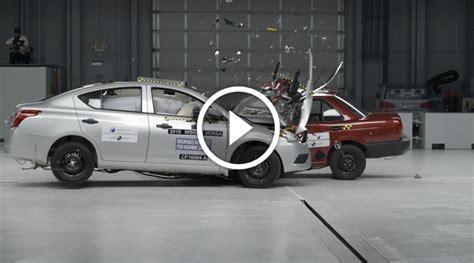 Prueba de Choque ?Auto a Auto?   Nissan Versa vs Tsuru