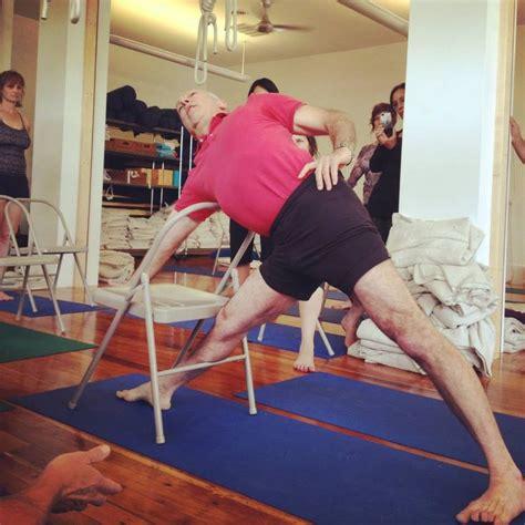 imagenes de yoga en silla mejores 86 im 225 genes de iyengar yoga chair standing poses