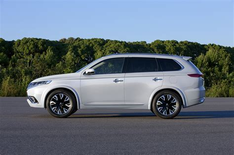 mitsubishi crossover 2014 mitsubishi outlander phev concept s is a striking suv