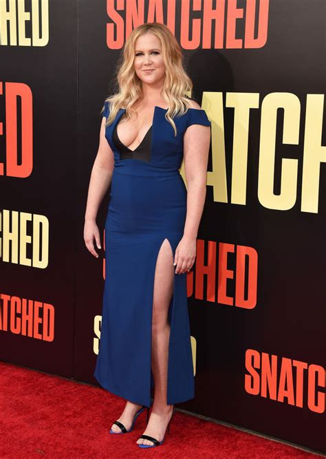 amy schumer sexy amy schumer flaunts jaw dropping cleavage in skintight