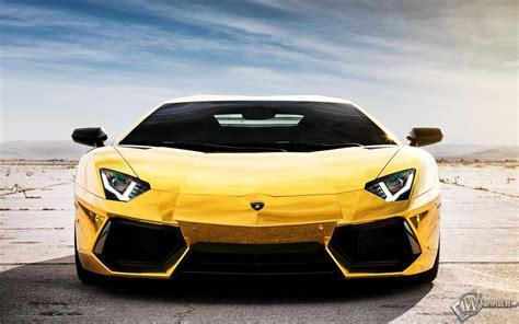 A Gold Lamborghini скачать обои Lamborghini Aventador Gold небо Lamborghini